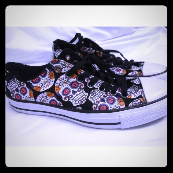 bfe8de0f78e Converse Other - Converse skulls day of the dead 💀 low top